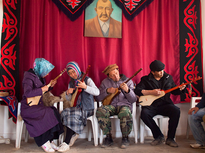 Kyrgyz villager of Turkey playing the Komuz, a traditional musical instrument of Turkic people. (Pic credit: Evgeni Zotov/Flickr)