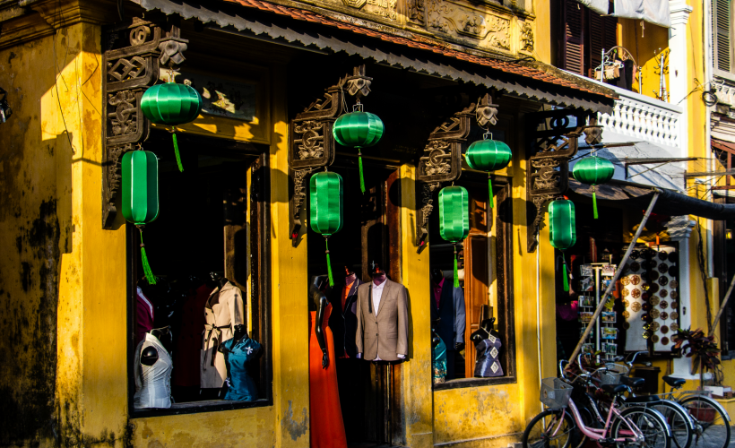 Little shops that offer custom made clothing in Hoi An (Photo Credit: Flickr/Hugh Derr)