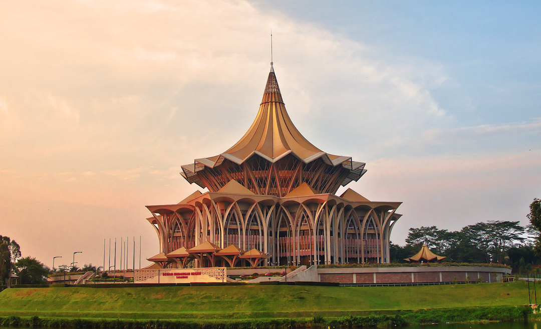 Kuching, is a special blend of colonial charm, stunning architecture, an attractive waterfront, and of course, its charismatic culture.